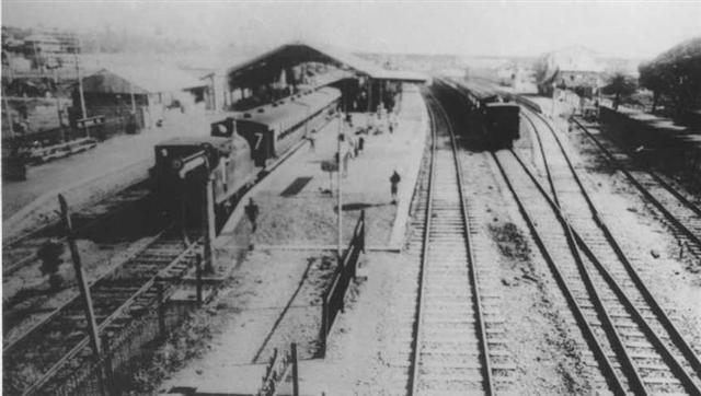 Old Picture Of Dadar Station