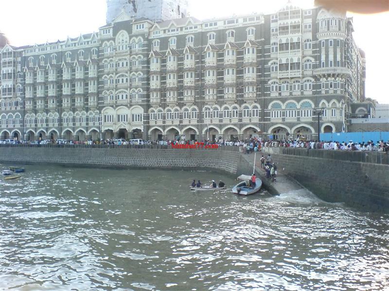 Old Taj Hotel Looks Near Gateway
