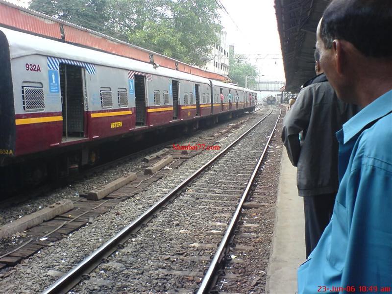Dadar Railway Station in 2006