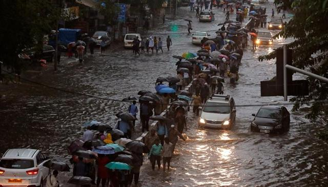 An Evening View Of Mumbai Flooded Road