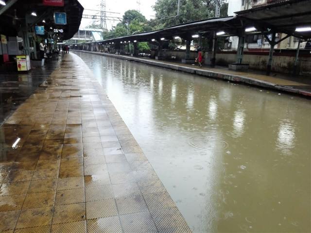 Mumbai Railway Station Flooded