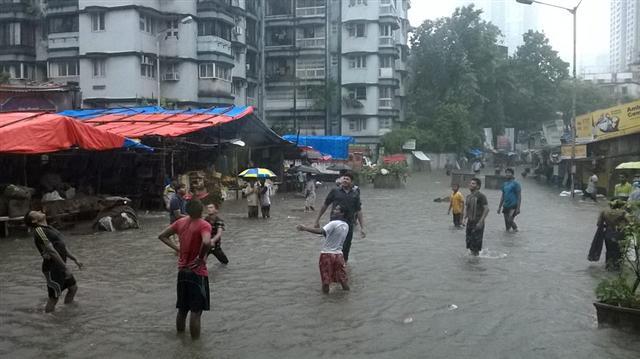 Spirit Of Mumbai During Monsoon