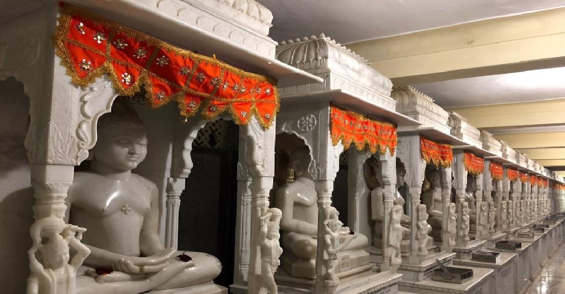 24 Tirthankars Idol Inside