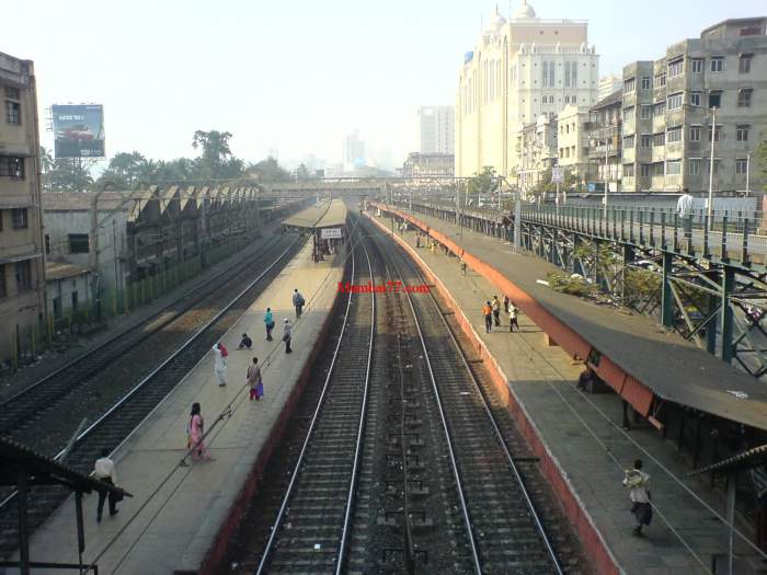 Charni Road Station