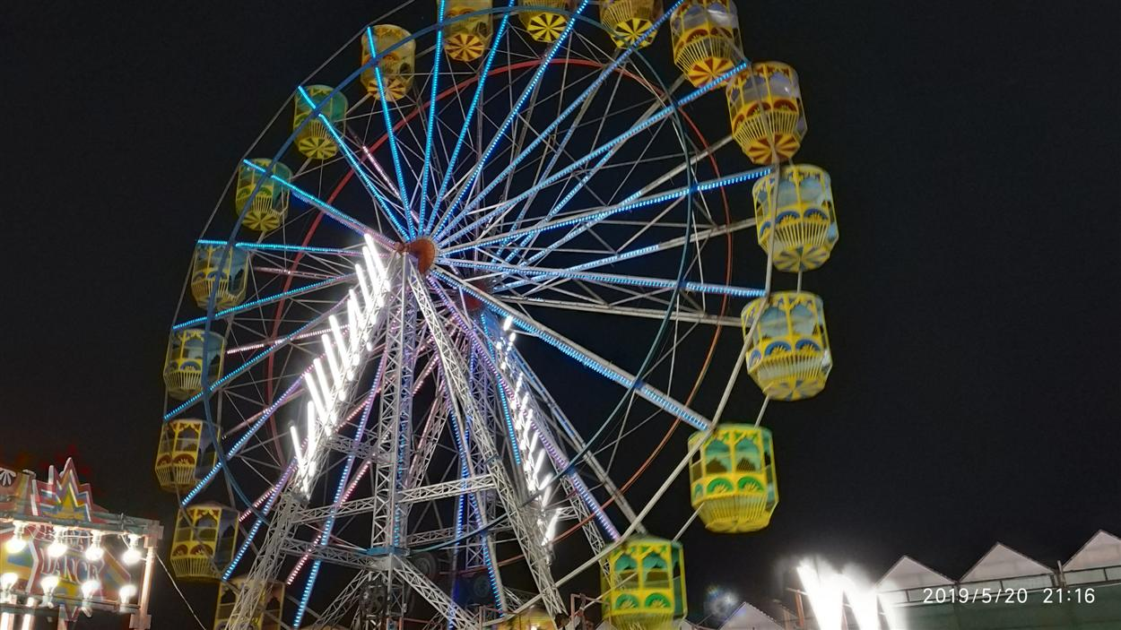 A Beautifully Lightened Giant Wheel