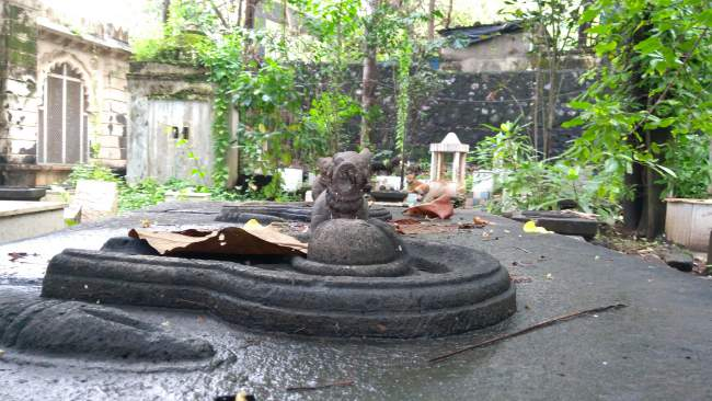 Shiv Linga at Banganga Temple