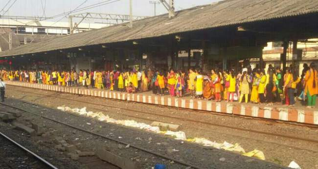 Yellow Colour Dressing On Railway Platform